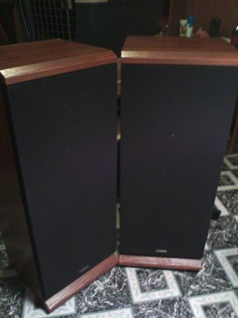 Vintage Pair of Fisher 3 way 12 inch Speaker System Model STV-881A - $60 (Bawcomville)