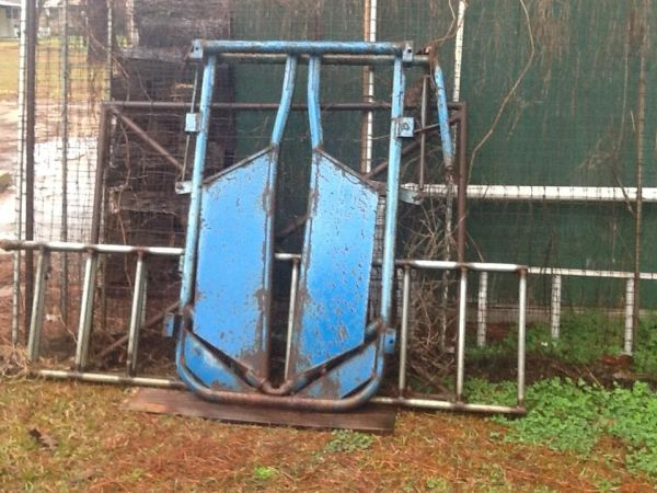 Prefers cattle head gate - $200 (Swartz)