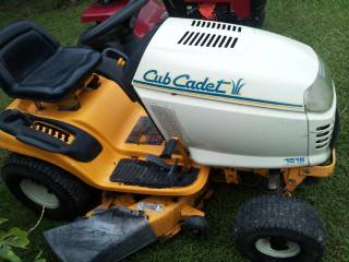 CUB CADET 1515 SERIES RIDING LAWNMOWER - $800