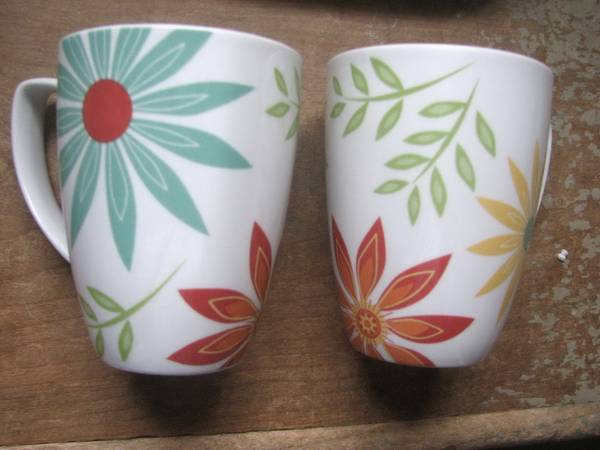 Corelle Coordinates Happy Days Mugs,Daisies,4 Retro Pottery mugs - $12 (near neville h.s.)
