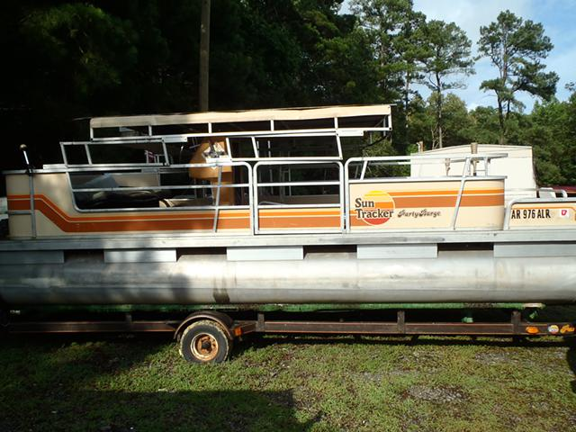 1 900  1984 Sun Tracker 24 ft Party Barge