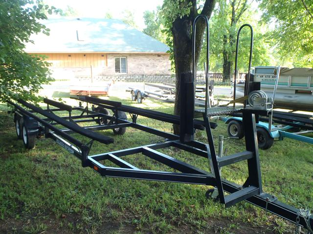 2 000  24-26 ft Pontoon Boat Trailer