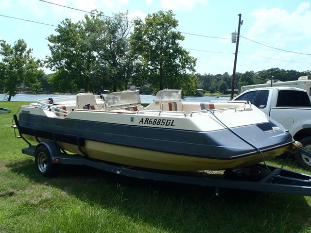 3 800  1986 Sylvan 19 ft Deck Boat