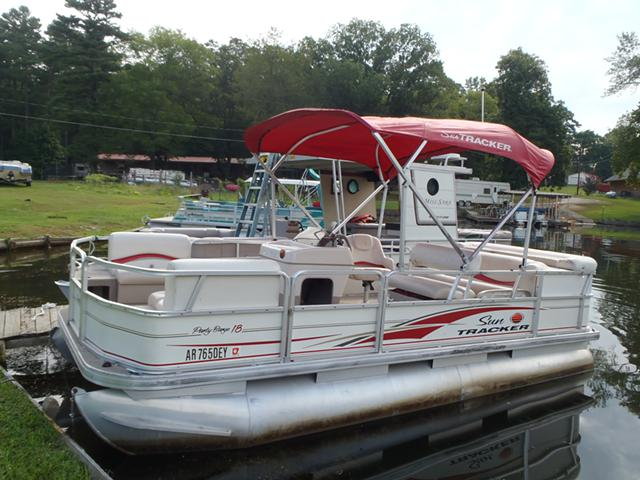 6 500  2006 18 ft  Suntracker with 40 hp Mercury Fourstroke