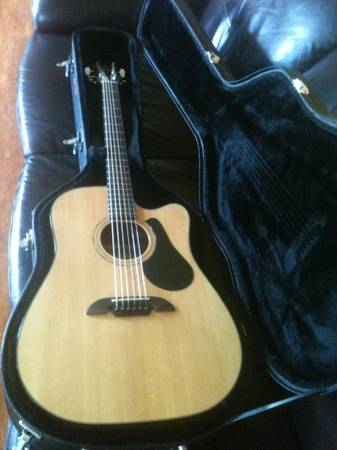 Alvarez RD20SC AcousticElectric Guitar with Stagg Case - $320 (West Monroe, LA)