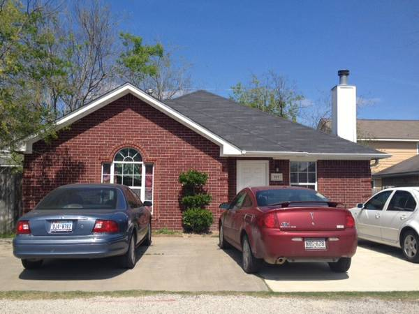 -  500   1br - Cute House on the Bus Route  815 Avenue A