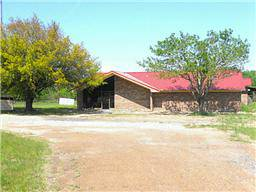 x0024 2000   6645ft sup2  - Office and Warehouse - LEASE SALE  Sulphur Springs