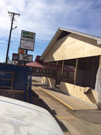 x0024 2500   1500ft sup2  - Newly Renovated Commercial Free Standing Retail Building for Rent  Center  TX