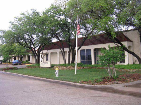 -  5700   10000ft sup2  - 10 000 sq ft  Avail  End of 2013  Beltline and Tollway  Carrollton  Tx