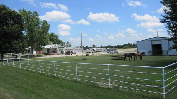 - $385000 4br - Farm House w Roping Arena and Metal Barn, Southeast Kansas (Baxter Springs, KS)