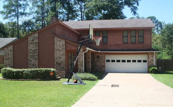 - $1239000  4br - 2183ftsup2 - 2 story brick home for sale in Brookhollow (Lufkin)