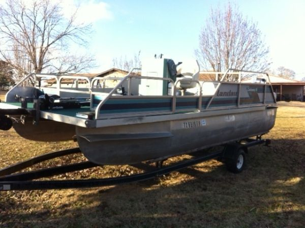 Pontoon Boat 18 WLED Lights REDUCED - $3850 (Kilgore, Tx)