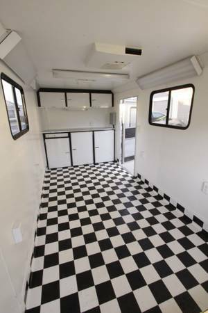 FOR SALE Professional Dog Grooming Trailer Own your own business - x002414900 (Deep East)