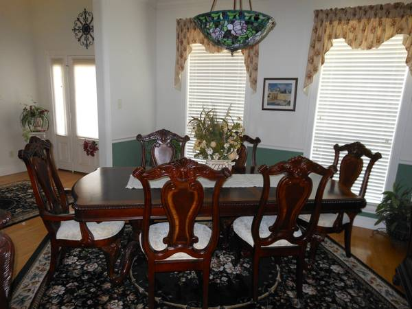 Dining Table, Hutch, Server - $3500 (Longview)