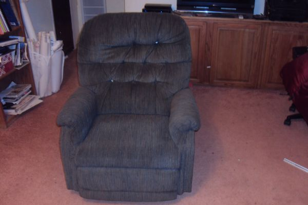 GAME ROOM OR MEDIA ROOM RECLINERS - $100 (Athens)