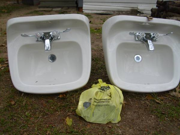 Two wall mount bathroom sinks w  hardware  Lufkin