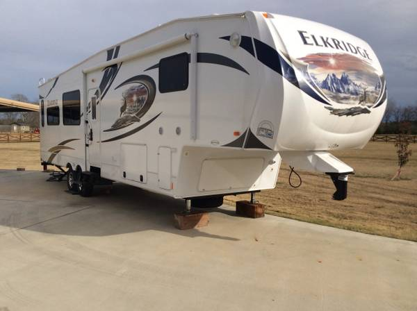 2013 39 FT Elkridge RV 3 slides -   x0024 32000  Lufkin TX