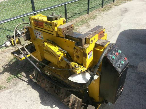 PIPE BENDER TIRE MACHINE - $4500 (DENTON)