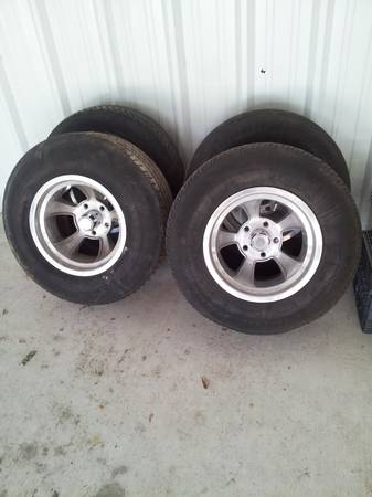 Chevy pu 5 lug rims tires 15.by 9s - $400 (lufkin)