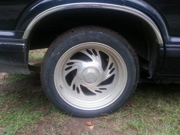 17 eagle alloy wheels and tires - $1 (Lufkin TX)