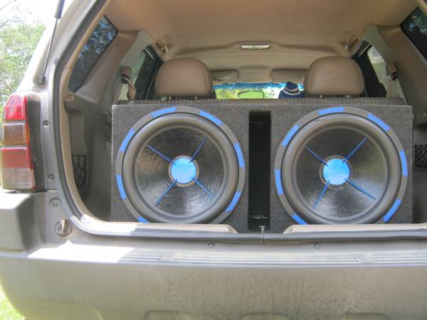 18 5 lug Rims and two 15 speakers - $1300 (Gilmer texas)