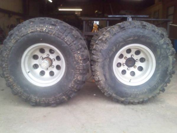SUPER SWAMPER BOGGERS  TSLSX ON ALUMINUM WHEEL - $550 (LONGVIEW)