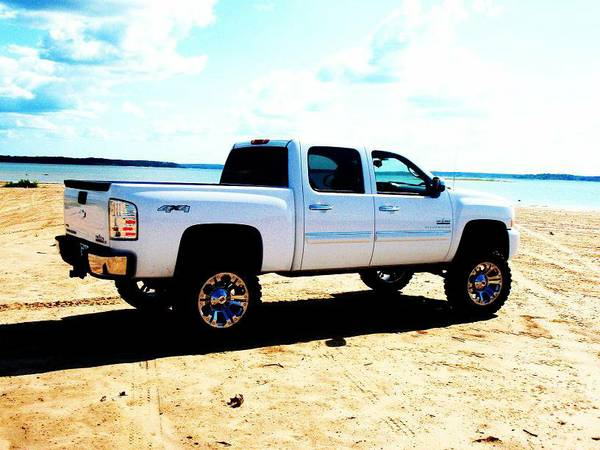 2011 Chevrolet Silverado 1500 Texas Edition 4x4 Lifted - $30500 (Broaddus, Texas)