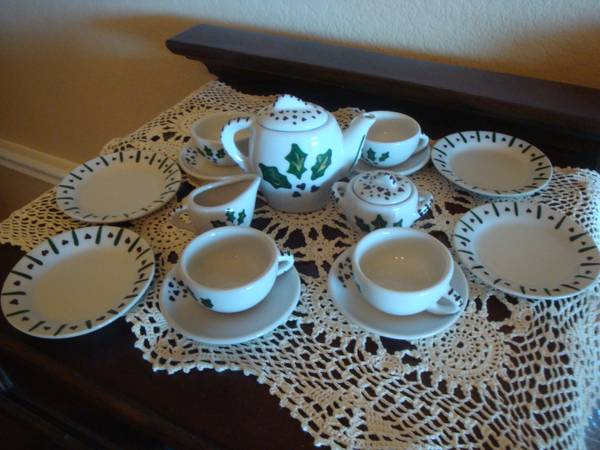 Adorable 17 piece child s Tea Set   -   x0024 35  Royse City Area