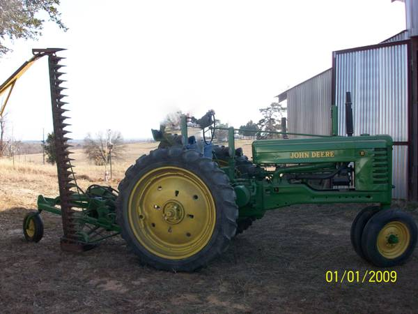John Deere B Antique Tractor with No. 5 Sickle Bar Mower - x00245000 (Jefferson)