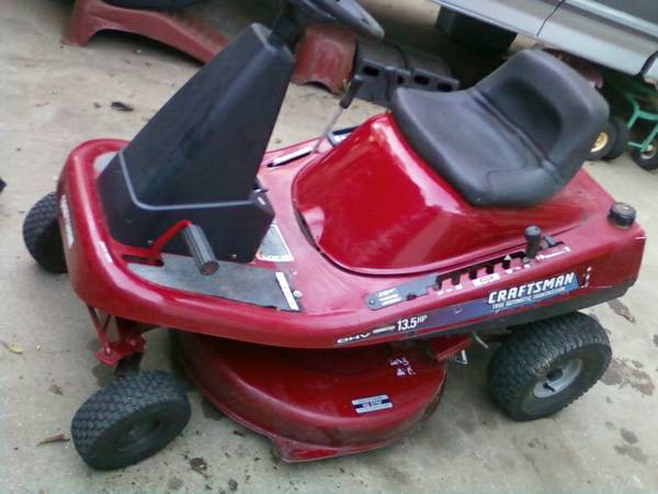 Craftsman 30 Mid Engine Riding Mower - $200 (Nacogdoches)