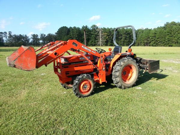 2001 Kubota Tractor And Backhoe For Sale - $9500 (Huntington,Tx)