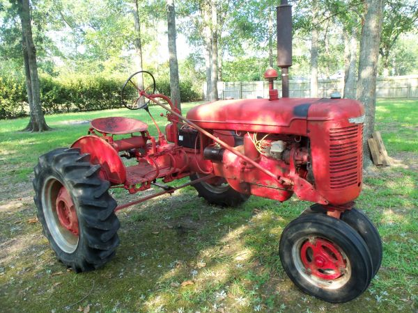 Antique 1941 Farmall Tractor Model B - $800 (Lufkin, TX)