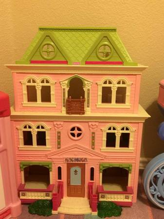 A very Nice Doll house with many accessories  -   x0024 30  Irving TX