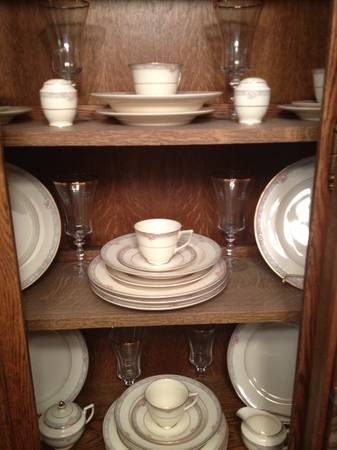 Mikasa Gold trim Fine Ivory China Set - $200 (Marshall Tx)