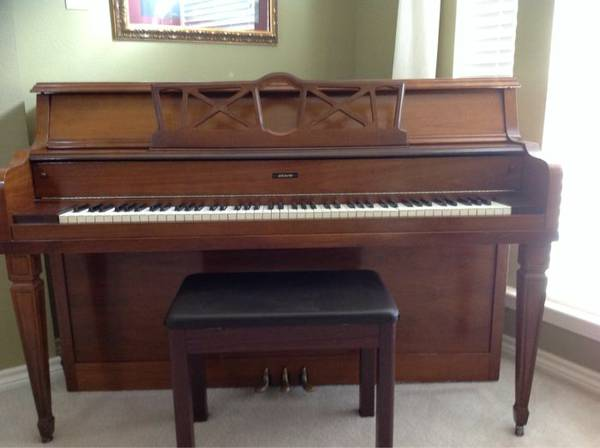 GRAND PIANO FOR SALE    -  1200  Mansfield