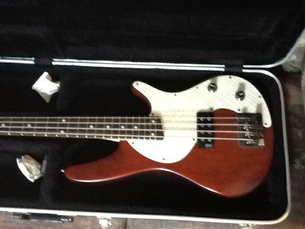 REDUCED Ibanez SDGR Bass, hard shell case, - $300 (Nacogdoches )