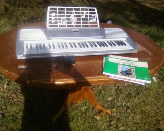 Nice piano Keyboard Used Once - $55 (Nacogdoches)