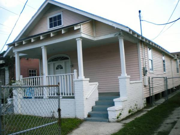 - $185000 4br - 1340ftsup2 - Sliver On River, Uptown - No Flood INSURANCE $185,000 ( 1325 Eagle, NOLA, 70118)