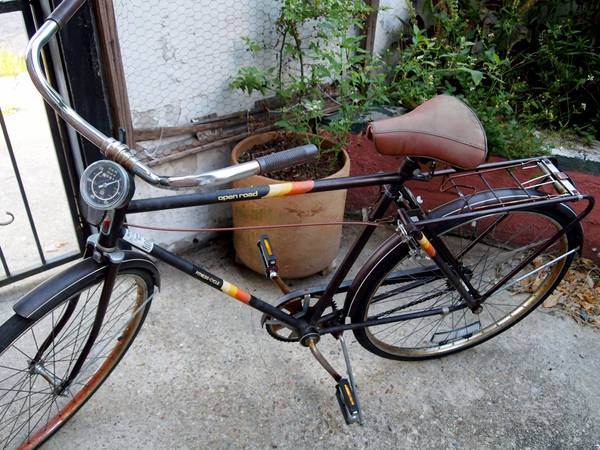 VINTAGE Montgomery Ward Open Road Bike - $95 (10 Architect St.)