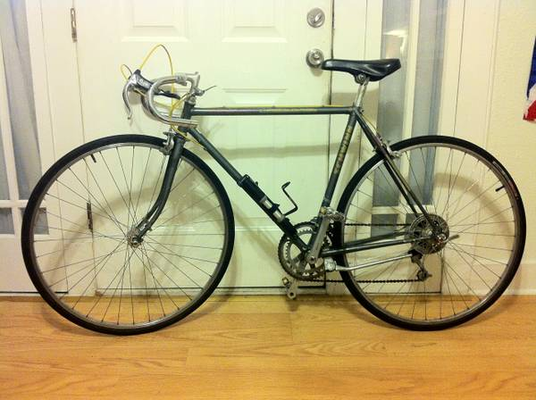 1984 Schwinn World Sport Frame-mounted pump - $160 (Broadmoor)