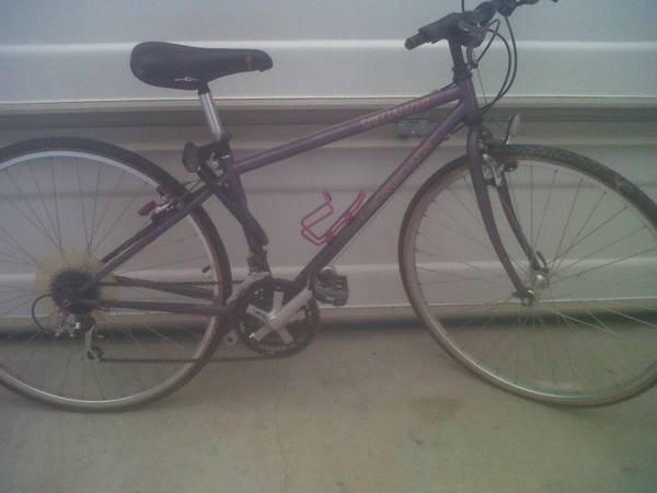 Ladies Specialized Crossroads Bike - $50 (Madisonville)
