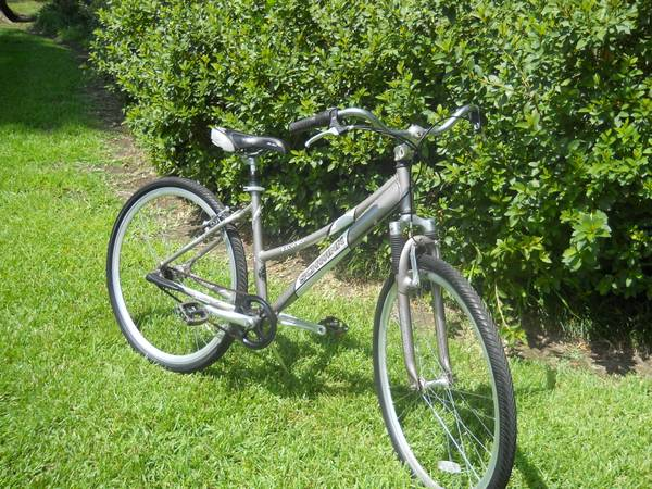 Schwinn Womans Hybrid Bike - $125 (Baton Rouge)