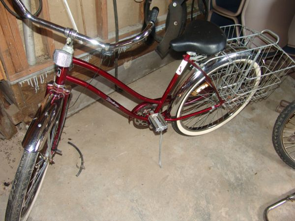 Old 1985 Monterey Murray bike with stand - $150 (slidell)