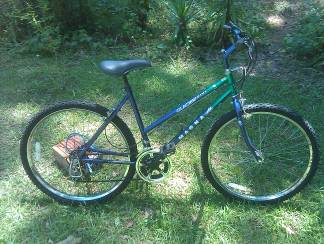 WOMANS MAGNA GLACIER POINT MOUNTAIN COMFORT BIKE - $40 (Mandeville)