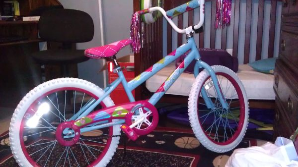 Girls 20 huffy sea star bike brand new - $40 (covington)