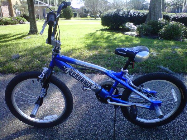 MONGOOSE FREESTYLE BOYS 20 BMX BIKE - LIKE NEW - $69 (NEW ORLEANS DESTREHAN)