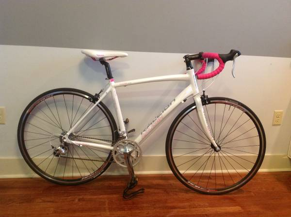 Womans Raleigh Capri 2.0 road bike - $450 (Jefferson)