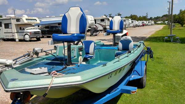 17ft tri hull bass boat w115 Johnson and heavy duty trailer trade - $3200 (nas jrb belle chasse)