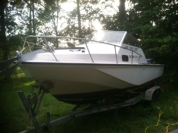 Boston Whaler Revenge 22, Cuddy cabin, twin 130HP Yamaha Outboards - $7800 (Northshore)