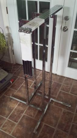 Clothing Racks (straight-arm, round) - x002420 (New Orleans)